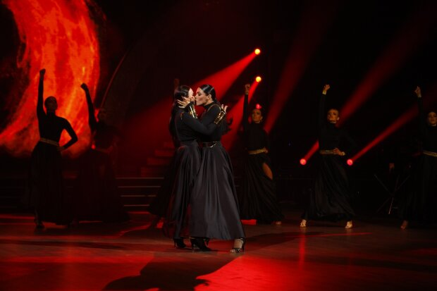 Санта Дімопулос та Надія Мейхер танцюють пасодобль, фото 1+1