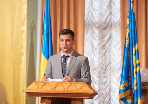 Зеленский собирает команду: более 130 тысяч украинцев за сутки зарегистрировались на его сайте