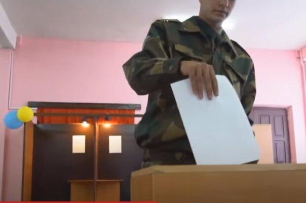 Часы в Украине переведут в день выборов: что нужно знать
