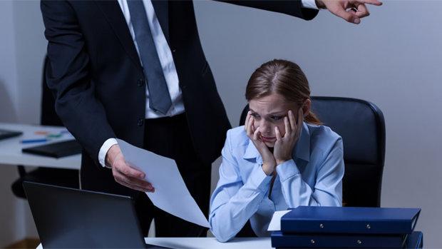 Днепрян массово увольняют с работы: кому придется составлять резюме в ближайшее время