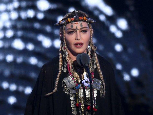 Мадонна легла под нож: глаза подняли, а щеки отрезали