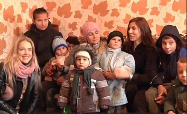 Многодетная семья, фото: скриншот из видео