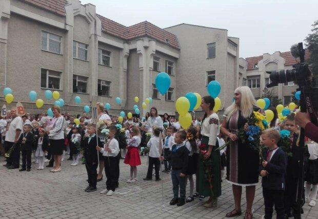 В очах двоїться: у школі на Львівщині зафіксували рекордну кількість близнюків