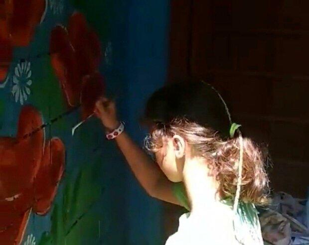 """Подъезды днепрян """"засеяли"""" яркими цветами — прощайте, матюки на стенах и надоевшие объявления"""