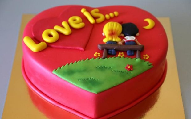 Подготовка ко Дню Влюблённых: как украсить незабываемый торт