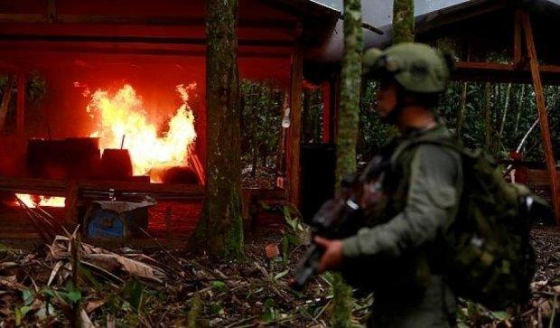 Колумбійська влада спалила сотню кокаїнових лабораторій