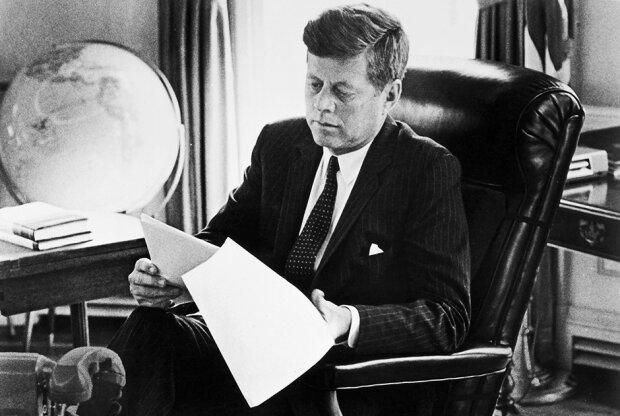 """Роскошная жизнь знаменитого ловеласа Джона Кеннеди: """"С ним было опасно оставлять любую женщину"""""""