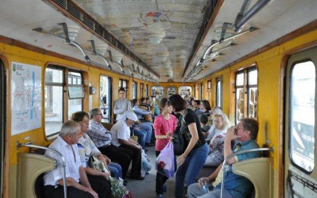"""""""Воевал - воюй дальше"""": киевское метро попало в громкий скандал"""