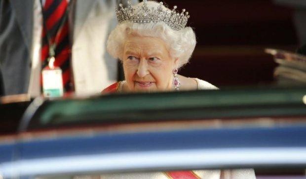 Елизавета II выпустила Великобританию из ЕС