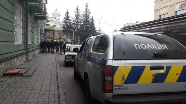 Одеські копи схопили рогатого злочинця, діти у страшній небезпеці: відео