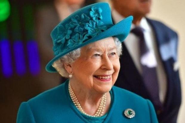 Диванна вечірка: секретар Єлизавети II розсекретив улюблені серіали королеви