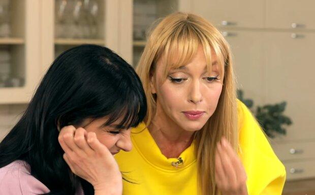 Оля Полякова и Маша Ефросинина, кадр из видео
