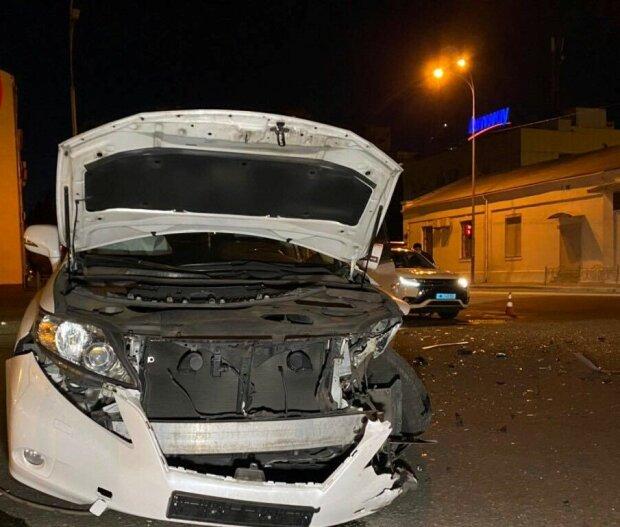 """П'яний киянин на Honda влетів у Lexus і залишився """"без ніг"""" - кадри, від яких може стати боляче"""