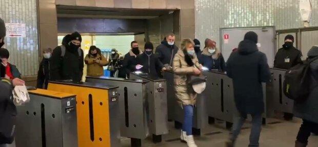 Турникеты, фото: скриншот из видео