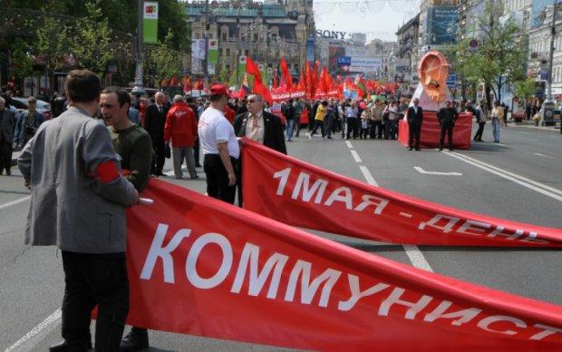 """""""Я – лидер действующей Коммунистической партии Украины. Если бы партия была запрещена, мы могли бы существовать?"""": недобитая КПУ Симоненко спокойно работает в Украине, и никого это"""