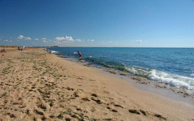 Зато крымнаш: в сети показали, как российские дикари уродуют пляжи полуострова