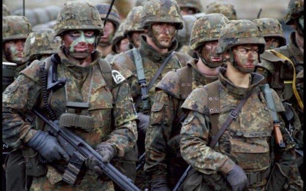"""Естонець з рушницею зупинив """"вторгнення"""" НАТО на свій город"""