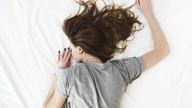 Вчені знайшли найледачіший спосіб схуднення: можна не вилазити з ліжка