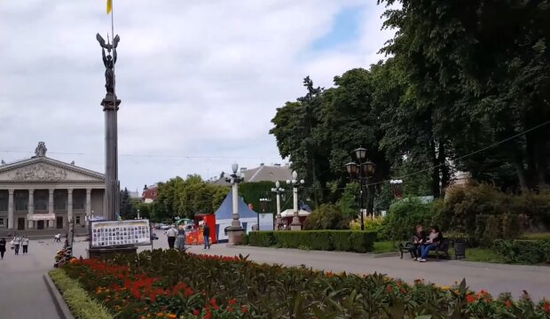 """В Тернополе вузы выходят из карантина - студенты, время """"проветрить"""" зачетки"""