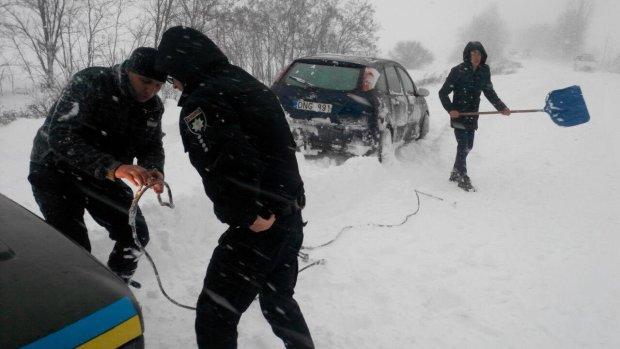 В плену у стихии: Укравтодор предупредил водителей о самом страшном