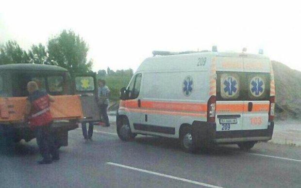 Масштабне ДТП під Києвом: чотири авто розбиті вщент