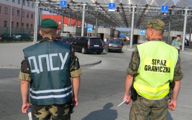 Прикордонники схопили перегонників авто з фальшивими документами: відео