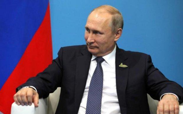Догрався! У Москву за Путіним приїхали БТРи