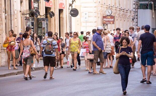 Перехожі на вулиці, фото з pxhere