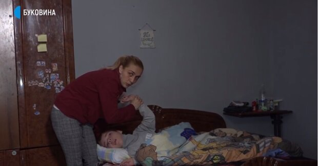 """Истории двух мам из Буковины тронули сеть до слез, стальная воля: """"Понимаю, что он не будет ходить"""""""