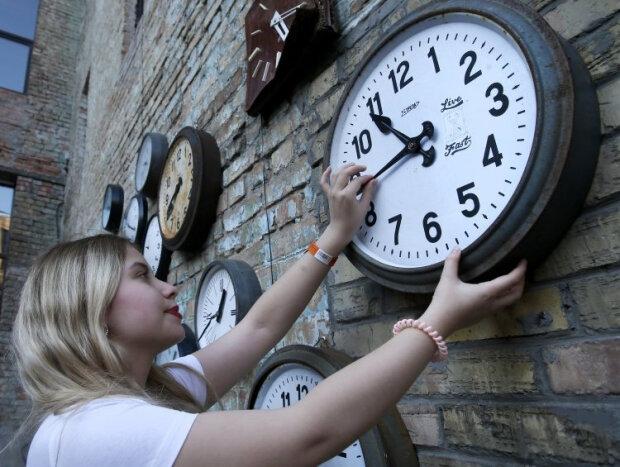 Україну можуть залишити у ″зимовому часі″ назавжди - з'явився документ про переведення годинників