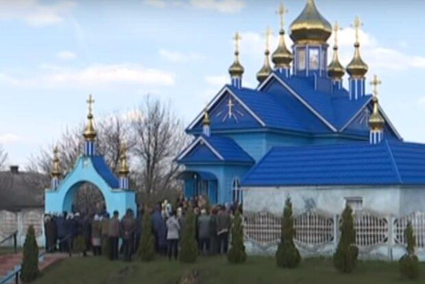 Поп зізнався в любові до Путіна і нарвався на гнів парафіян - геть з парафії