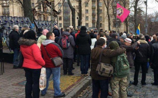 """Митингующие и копы с """"размахом"""" отметили  годовщину Майдана"""