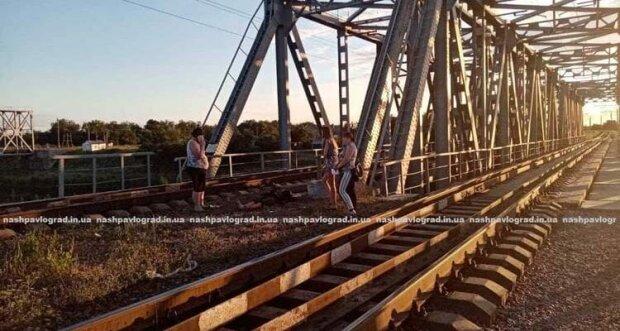 Под Днепром мост всадил в парнишку убийственный разряд — мгновенная смерть