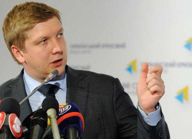 Нафтогазу підрізали бюджет, Коболєв переходить на дрова: друкарський станок закрито