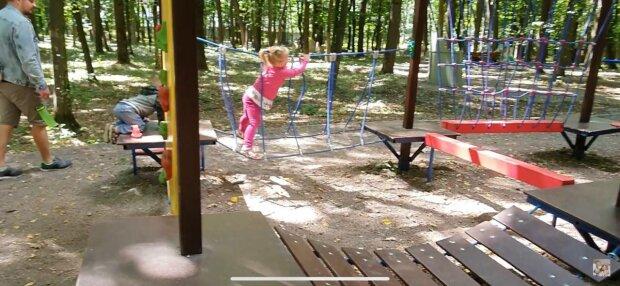 Дитячий майданчик, фото: скріншот з відео
