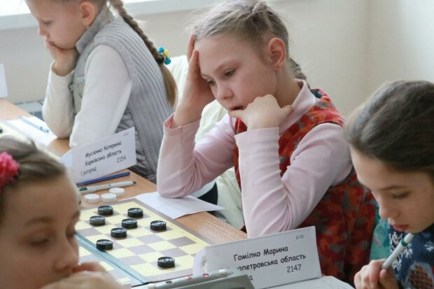 """Юная харьковчанка взяла """"серебро"""" на чемпионате мира по шашкам, гордится вся Украина: победные кадры"""