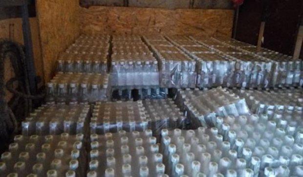 В Артемовск не пустили 150 ящиков водки