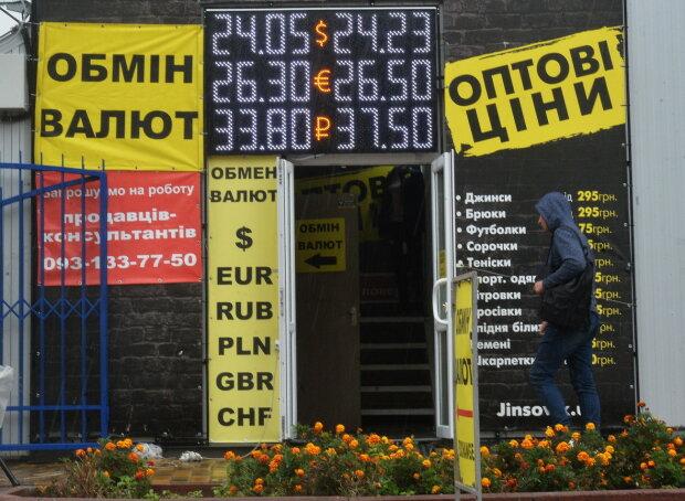 Курс долара на 11 жовтня допоможе українцям назбирати на опалення