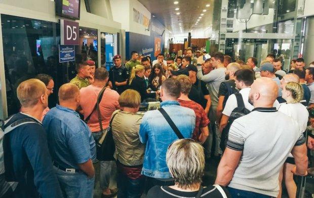 Туристи застрягли в аеропорту