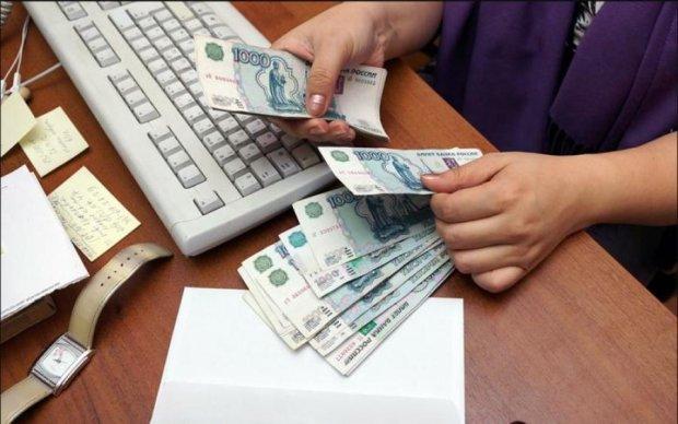 Рубль пробил дно ада и продолжает стремительное падение
