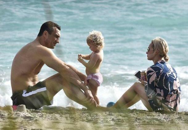 Панеттьери с дочкой вернулась к Кличко и махнула с ним на курорт