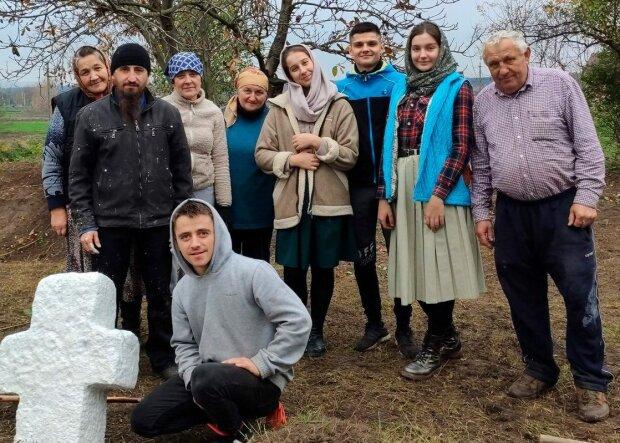 """Молодые тернополяни возродили древнее кладбище: """"Здесь витает дух предков"""""""