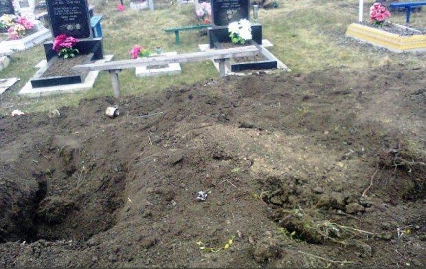 Вандалы разрыли могилу ветерана ради медалей