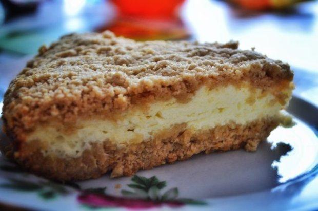 Готуємо вдома: простий пиріг з сирною начинкою