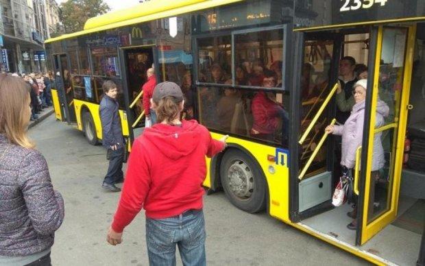 Схема движения троллейбусов и автобусов на 17 июня заставит понервничать киевлян