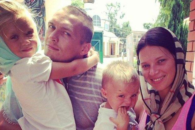 Александр Усик с семьей, фото из семейного архива