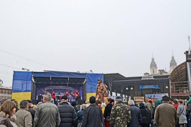 Відкриття пам'ятника Остапу Бендеру
