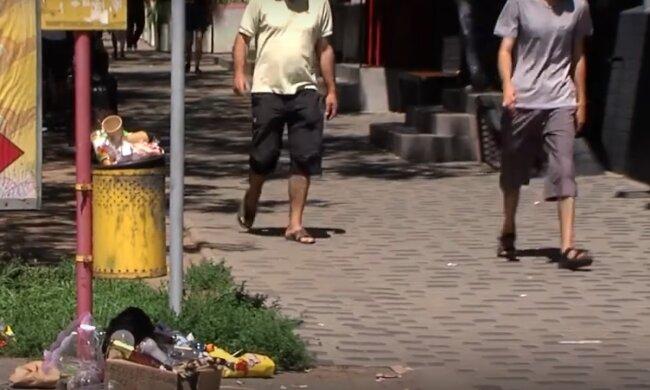 На вулицях Чернівців назріває сміттєвий Армагедон - гори сміття і сморід