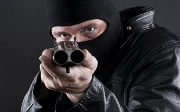 Вооруженная банда украла секретную переписку властей Украины