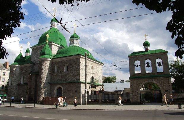 Таинственный вещий знак заметили в храме Тернополя: открылись сами